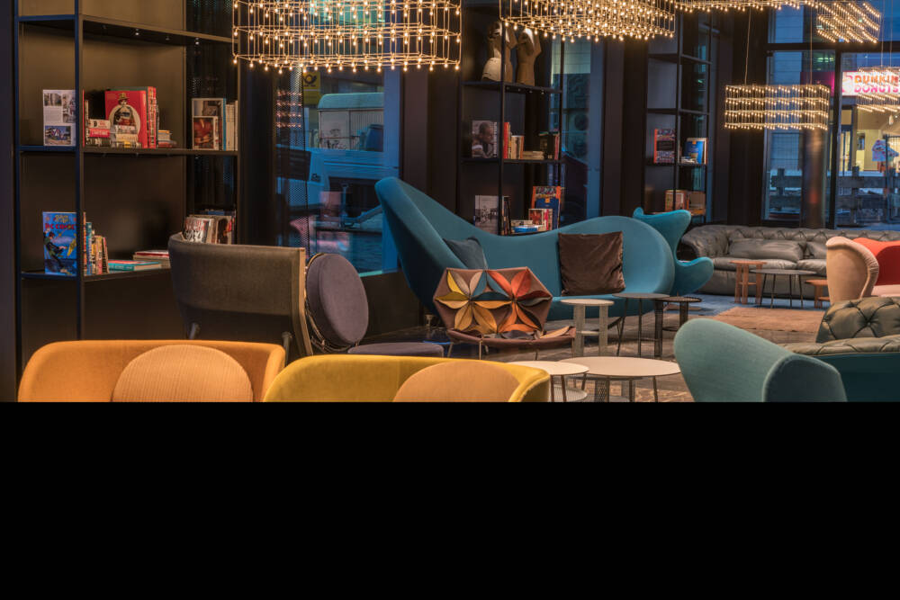 Motel one macht die 10 in berlin voll cost logis for Motel one berlin zimmerausstattung